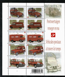 2009. 3923/27 (2x) Vel met 2 series Postvoertuigen