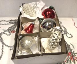 6 kerstballen w.o. klokje, dennenappel