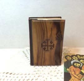 Engels bijbeltje met houten kaft