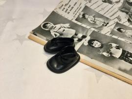 Zwarte poppenschoentjes 13