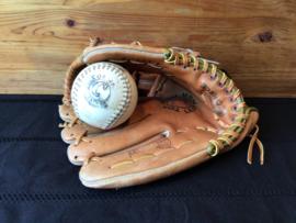 Honkbal handschoen met bal