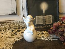 Aardewerk engeltje