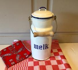 Witte melkcontainer