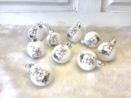 Kleine kerstballen met roosjes