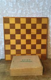 Okwa schaakstukken en bord