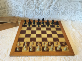 Schaakbord Homas met stukken