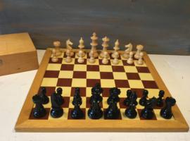 Homas schaakbord met stukken