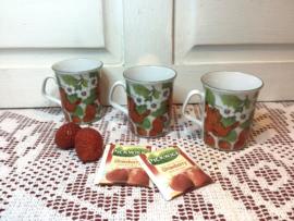 Mokjes met aardbeien afbeelding