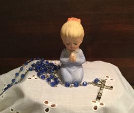 Biscuit porselein biddend meisje