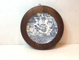 Delfts bordje in houten lijst
