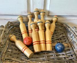 Oud houten kegelspel
