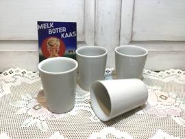 Mosa melkbekers van porselein