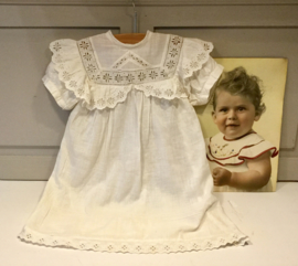Antiek babyjurkje