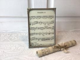 Oud fotolijstje met versierde hoekjes