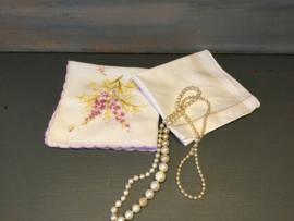 2 vintage zakdoekjes