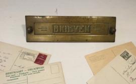 Antieke koperen brievenbusklep