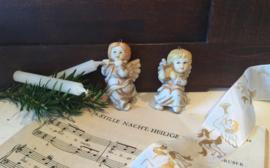 Aardewerk engeltjes voor de kerstboom