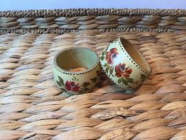 2 handbeschilderde houten servetringen