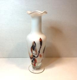 Witte glazen vaas met verschillende  kleuren
