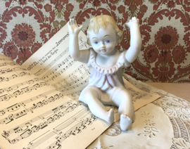 Baby piano beeldje