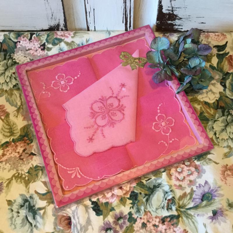 Vintage zakdoekjes nieuw in de doos
