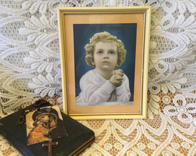 Prentje van biddend meisje