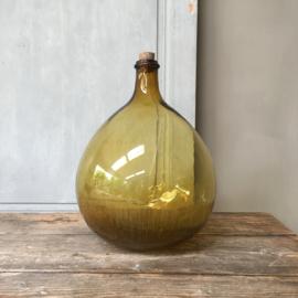 OV20110646 Oude Franse likeurfles mondgeblazen in mal / inhoud: 10 liter in prachtige amber kleur en in perfecte staat! Afmeting: +/- 36 cm. hoog / +/-  24 cm. doorsnede Alleen ophalen.