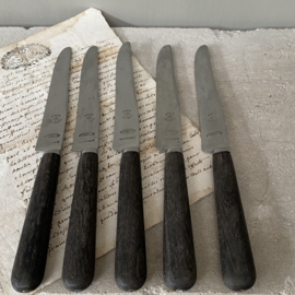 OV20110731 Set of 5 old French knives mark - MF Etoile St. Etienne - with brown wooden handle and stainless steel in beautiful condition! / Size: 24 cm. long / 2 cm. wide