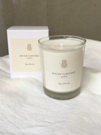 Figue Blanche. In the shade of a fig tree, the precious and sweet fragrance of fruit and fig tree at the end of the summer