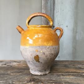 AW20110525 Eind 19de eeuwse Franse gargoulette, prachtig verweerd! Mist helaas de deksel, hierdoor aangepaste prijs, maar verder in zeer mooie staat! Afmeting: 30,5 cm. hoog (t/m hengsel) / doorsnede: 13 cm.