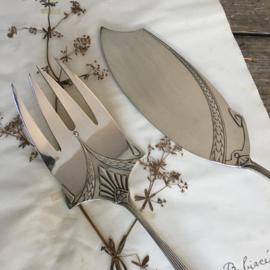 OV20110686 Verzilverde serveerset voor vis  - model Empire - WMF Jugendstil. Periode ontwerp: 1905. In prachtige staat. Visvork heeft een lengte van 24 cm. en het mes is 29 cm. lang.