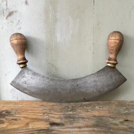 OV20110586 Oud Frans wiegmes / kruidenmes in zeer mooie staat! Afmeting: 28 cm. lang / 14 cm. hoog.