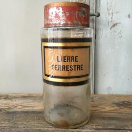 OV20110583 Antieke Franse apothekerspot van mondgeblazen glas vertaling etiket: - grondklimop - in prachtige staat! Afmeting: 23,5 cm. hoog / 10,5 cm. doorsnede.