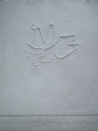 LI 20110018 Oud Frans linnen laken met monogram - MG - in perfecte staat. Afmeting: 2.25 mtr. breed / 3.20 mtr. lang.