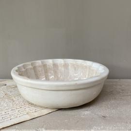 AW20110874 Antieke puddingvorm stempel - P.Regout anno 1836 Maastricht - periode:  1880. In  prachtig beboterde en perfecte staat! Afmeting: 21,5 cm. doorsnede / 7 cm. hoog