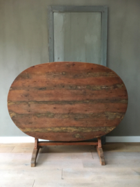 OV20110543 Antique French vendange table. Traditionally used for eating the meal to celebrate the grape harvest. In beautiful condition! Dimensions: 72.5 cm. high / 1. 49 m long / 99 cm. cross section. Only pick up or delivery for a fee.