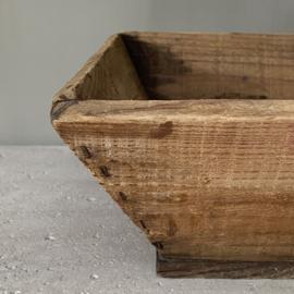 OV20110756 Oude Franse houten druivenplukmand in prachtige staat! Afmeting: 44,5 cm. lang / 12,5 cm. hoog / 29 cm.breed.