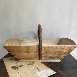 OV20110737 Grote oude Franse houten plukmand in prachtige staat! Afmeting:  52 cm. lang / 16 cm. hoog / 33 cm. breed.