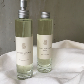 Roomspray Terre de Provence, an aroma of earthy sweet forests. Notes: geranium, nutmeg and amber.