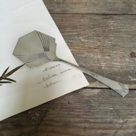 OV20110688 Antiek verzilverd petit fours schepje Jugend Stil WMF periode ontwerp: 1905 in prachtige staat!  Afmeting: 22,5 cm. lang / +/- 8 cm. breed.