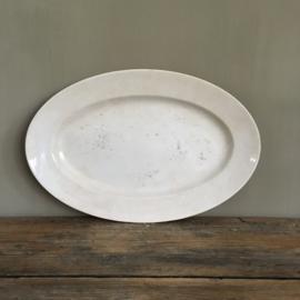 AW20110720 Antieke ovale serveerschaal stempel - Opaque de Sarreguemines - periode: 1875-1900. Licht beboterd en wat gebruikssporen, verder in prachtige staat. Afmeting: 37 cm. lang / 24 cm. doorsnede.