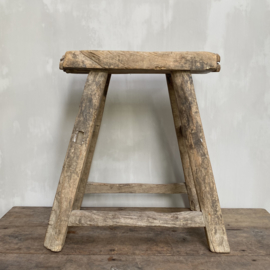 OV20110764 Old French wooden stool in beautiful gray weathered condition! Size: 54.5 cm. high / 44 cm. long / 21 cm. wide. Pickup only.