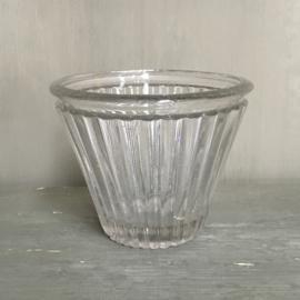 OV20110700 Antieke Franse confiture pot van mond geblazen glas in prachtige staat! Afmeting:  9 cm. hoog / +/- 11,5 cm. doorsnede