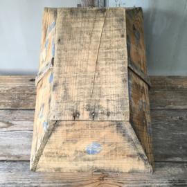OV20110480 Oude Franse plukmand in prachtige staat! Afmeting: 49 cm. lang / 31 cm. breed /  14 cm. hoog.