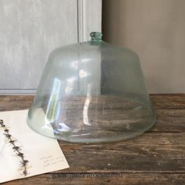 OV20110633 Prachtige eind 18de eeuwse Franse mondgeblazen meloen cloche, mooi verweerd en in perfecte staat! Afmeting: 22 cm. hoog (tot de nog intacte knop!) / 45 cm. doorsnede. Alleen ophalen!