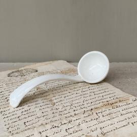 AW20110909 Oud klein aardewerken sauslepeltje in prachtige, licht gecraqueleerde staat! Afmeting: 15 cm. lang / 5 cm. doorsnede