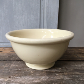 AW20110691 Old classic batter bowl in soft yellow not stamped, but probably P. Regout & Co Maastricht period: 1935-1955 in perfect condition! Size: 12 cm. high / 23.5 cm. cross section.