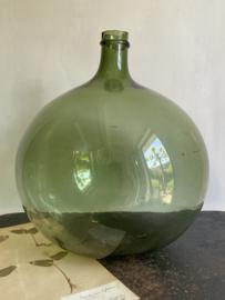 OV20110735 Oude mondgeblazen Franse buik wijnfles in prachtige staat! Afmeting: +/- 41 cm. hoog / 34 cm. doorsnede. Alleen ophalen.