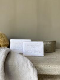 Maison Carrée en Provence zeep Jardin de Couvent 260 gram. Zeep geparfumeerd met etherische olie met bloemige geurtonen, waaronder lavendel  uit de tuinen van het klooster.
