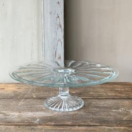 OV20110573 Oud glazen Belgisch taartplateau afkomstig uit een patisserie winkel. Periode: jaren 60 in prachtige staat! Afmeting : 31 cm. doorsnede  / 10,5 cm. hoog.